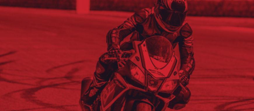 Indossa la passione Aprilia: fino a 200Euro di risparmio su tute e giubbotti personalizzati Aprilia Racing