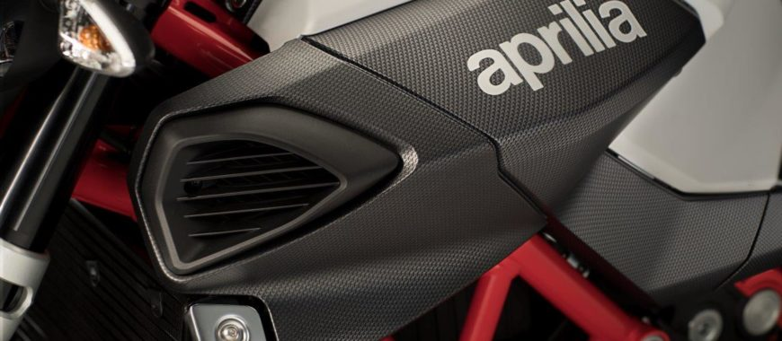 "The dark-side ""shiver"" of the Aprilia Shiver and the new Carbon-look accessories"